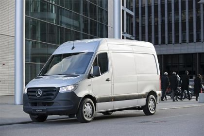 Mercedes-Benz Sprinter Crew Van 315 L2 3.5t 2.0 CDi RWD 150PS Premium Crew Van High Roof Manual [Start Stop]