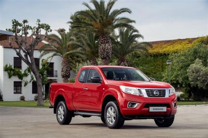 Nissan Navara Pickup PickUp DoubleCab 4wdS 2.3 dCi 4WS 190PS Off-Roader AT32 Pickup Double Cab Manual [Start Stop]