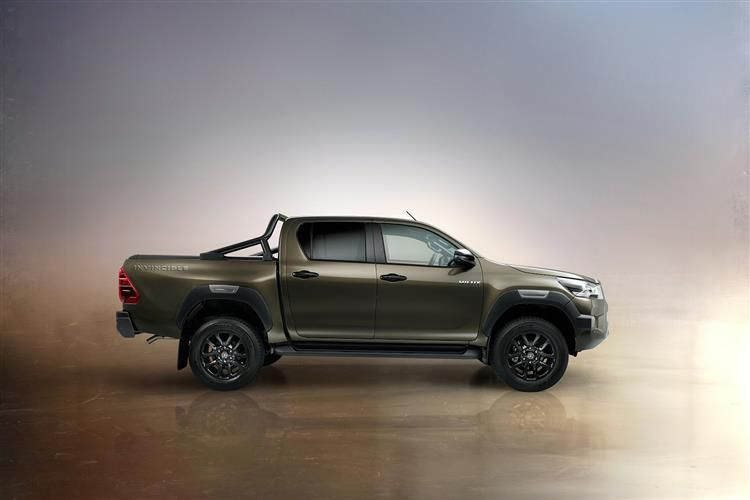Toyota Hilux PickUp Double Cab 4wd 2.4 D-4D 4WD 150PS Invincible Safety Sense Pickup Double Cab Manual [Start Stop]